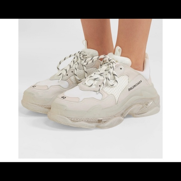 BALENCiAGA TRiPLE S TRAiNERS Sneakers fashion outfits